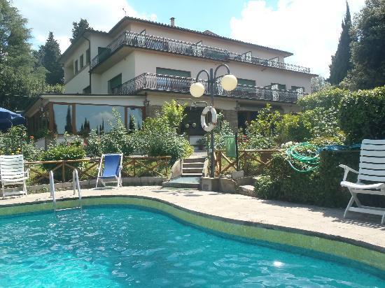 Villa Belvedere - Florence: Hôtel depuis la piscine