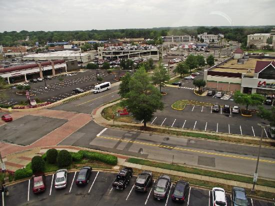 Holiday Inn Express Washington DC SW-Springfield: Plenty of stores within walking distance