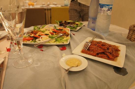 Riad Dar White : juste les entrées de notre repas... un régal !