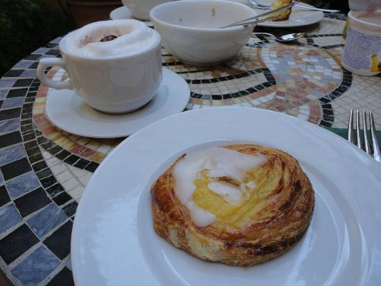 B&B Tourist House Ghiberti: Breakfast and their cappuccinos