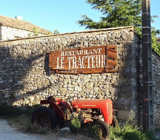 Le Tracteur : Coming into the restaurant - the rustic theme continues inside