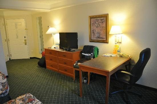La Quinta Inn & Suites University Area Chapel Hill: habitacion ( escritorio)