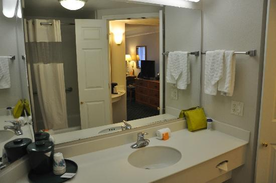 La Quinta Inn & Suites University Area Chapel Hill: Baño