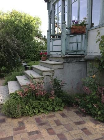 La maison de Juliette: Steps to terrace