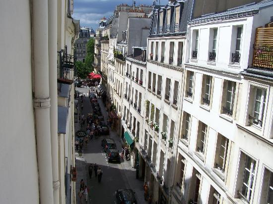 Hotel de Lutece: The view of Rue St. Louis from our room