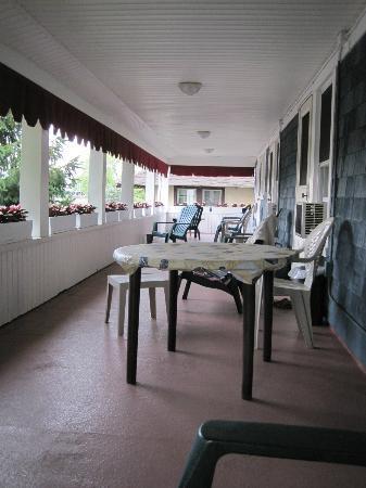 The Bentley Inn: Nice porch