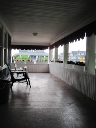 The Bentley Inn : great porch for a cup of coffee