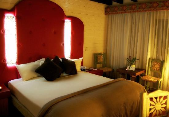 Americas Best Value Inn - Posada El Rey Sol: Habitacion con una cama king