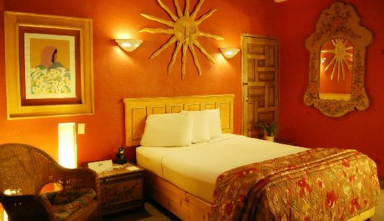 Americas Best Value Inn - Posada El Rey Sol: Habitacion cama Queen