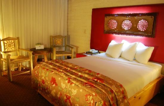 Americas Best Value Inn - Posada El Rey Sol: Habitacion cama King