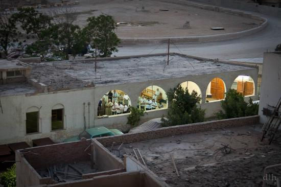 Pyramids View Inn: mosque across the street from hostel