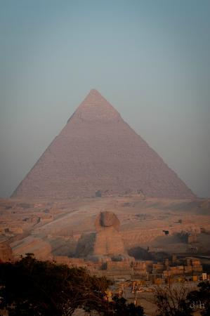 Pyramids View Inn: Morning view of Sphinx from roof deck