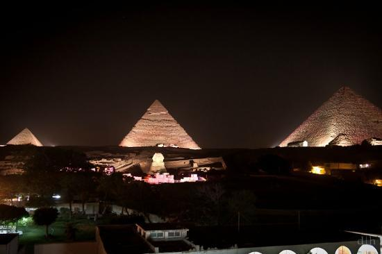 Pyramids View Inn: Sound and Light show from roof deck