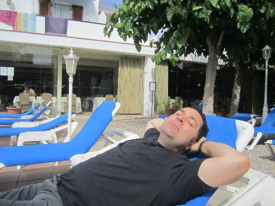Hotel Capri: Sun Lounging