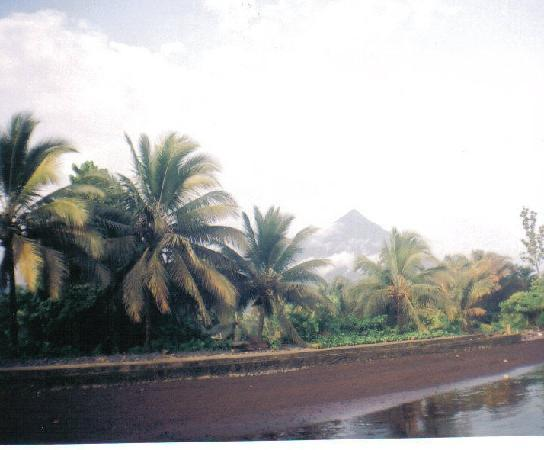 Kamerun: Black Sands of Seme Beach, Cameroon
