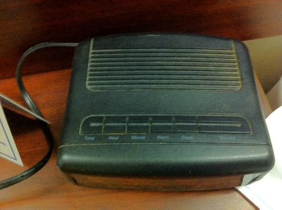 Microtel Inn by Wyndham Beckley: Dust everywhere. Caked on this clock radio.