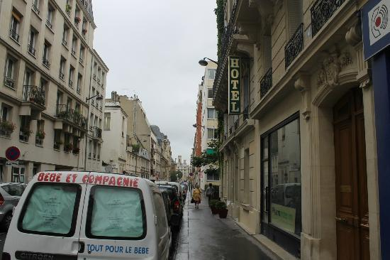 Hotel Pierre Nicole : Street