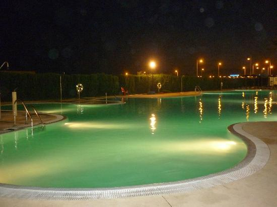 Alcazaba Mar Hotel: Piscina noche