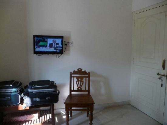 Pratap Bhawan: room with TV