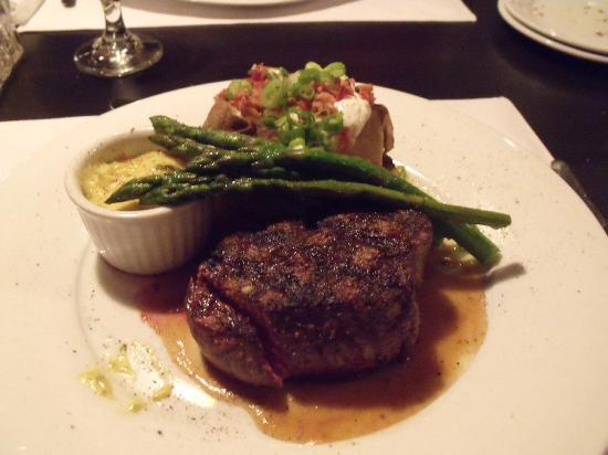 112 Restaurant and Lounge : Fliet Steak with Asparagus and Baked potatoe