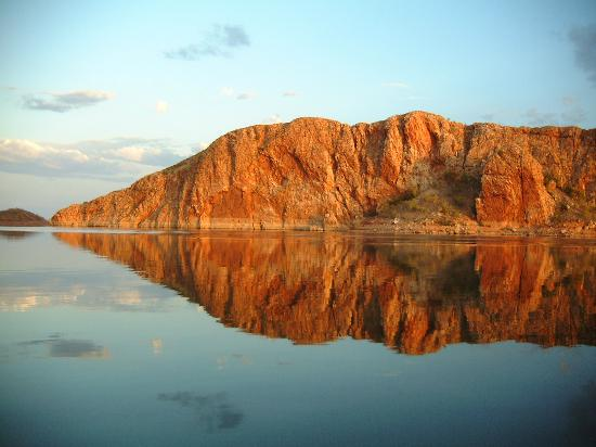 Lake Argyle Resort & Caravan Park : Classic Lake Argyle reflections - boat cruise pic.