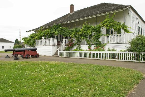 Vancouver, WA: House with furnishings