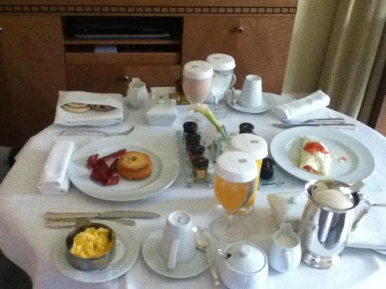 The Umstead Hotel and Spa: Room Service Breakfast