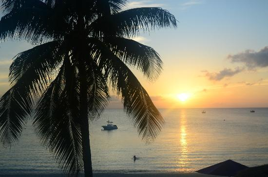 Lacovia Grand Cayman: Sunset from oceanfront 2-bedroom condo July 15, 2012