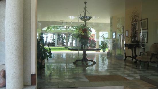 "Hawaii Island Retreat at Ahu Pohaku Ho`omaluhia: The ""lobby"""