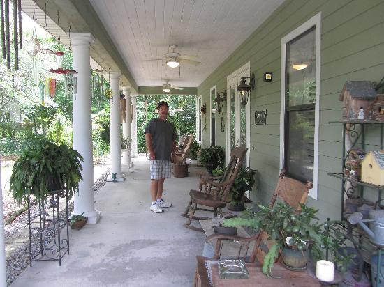 Cinnamon Inn Bed & Breakfast: Front Porch