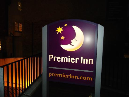 Premier Inn London Euston Hotel: Front view