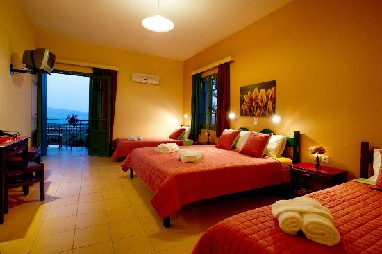 Kaliviani Traditional Hotel: Triple-Quadruple Room with sea view