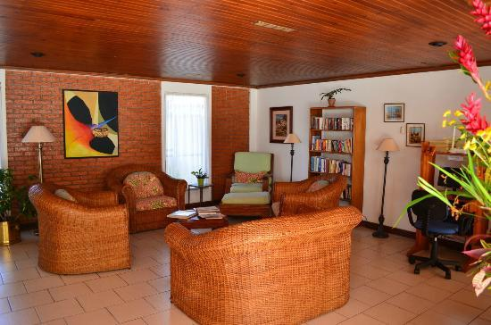 Casa Laurin B&B: Living Room