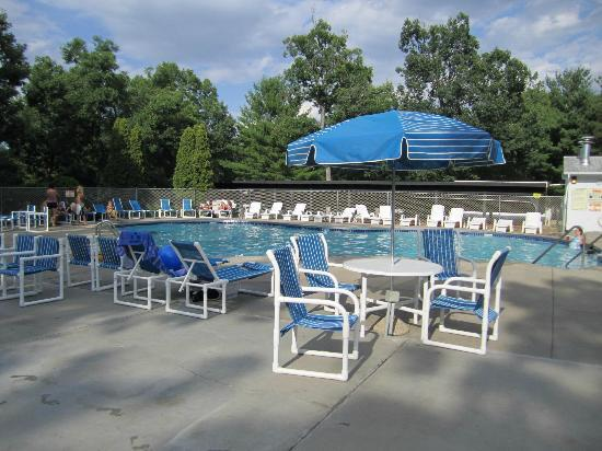 Holiday Shores Camp Resort: Super-nice pool area