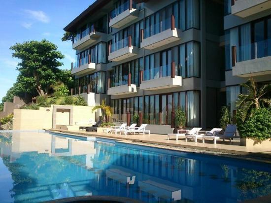 The Palms of Boracay: 餐廳旁的泳池