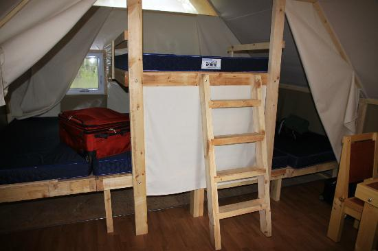 Whistlers Campground : Otentik Tent interior--sleeping platforms