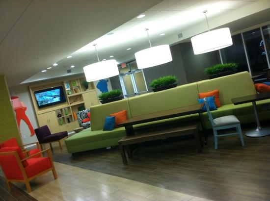 Home2 Suites by Hilton Nashville Vanderbilt: the lobby was so stylish, fresh & contemporary