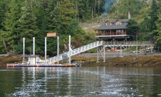 Chinook Shores Lodge: Chinook Shores Dock