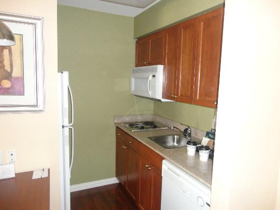 Homewood Suites by Hilton College Station: Kitchen in the room