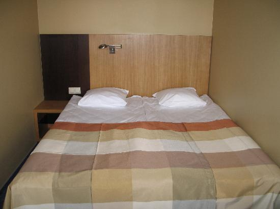 Hanza Hotel : VERY small room