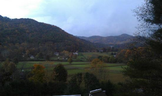 Valle Crucis Bed & Breakfast: The view from the second floor of the main building