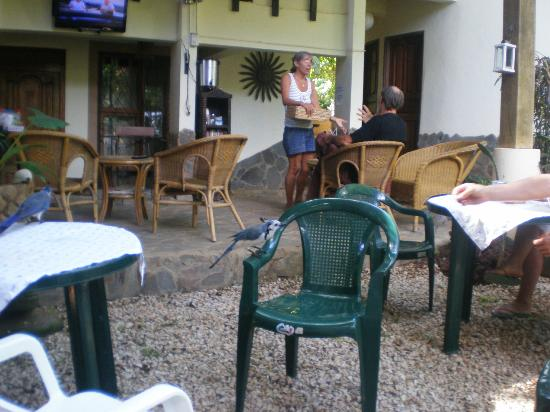 Hotel Mamiri: Patio area