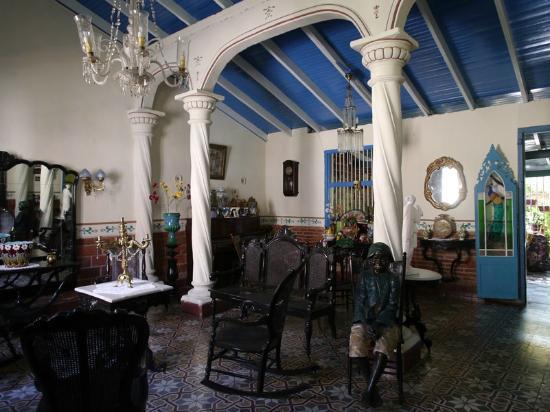Casa Colonial Maruchi: casa maruchi front room
