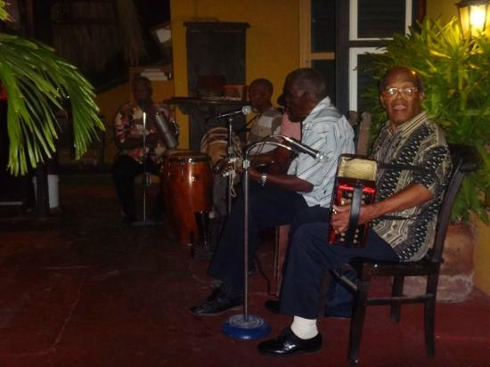 Landhuis Brakkeput Mei Mei: The Old guys playing authentic music of Curacao