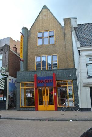 Bud Gett Hostels: Hostel Entrance