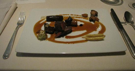 Gourmetrestaurant Vendome: saddle of venison in jus naturel