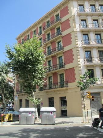 Hostemplo Sagrada Familia: outside of building Mallorca st