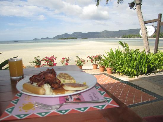 Chaba Cabana Beach Resort: Breakfast view