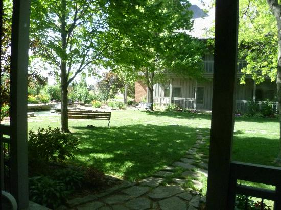 Sauder Heritage Inn : Looking out from our porch