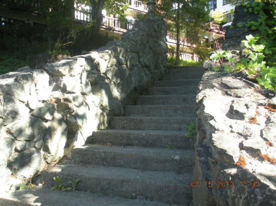 Benbow Historic Inn: steps from beach